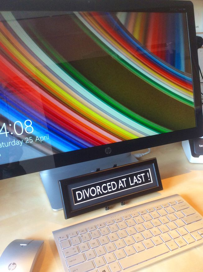 Misigns ' Divorced at last' Mini desk top frame